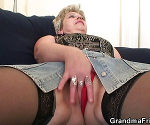 Video por anal naughty abuela toma dos pollas