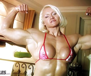 Mujer caliente muscular luce cuerpo