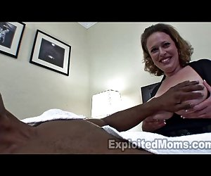 Mamá xxxvideosporno tetona en video amateur interracial